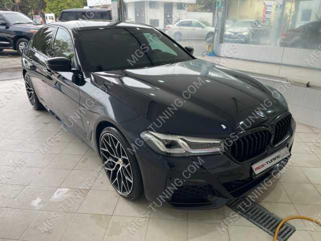 Решетка радиатора черная на BMW 5 Series G30 рестайлинг