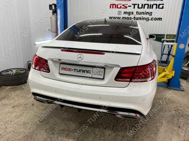 Спойлер на крышку багажника Mercedes E-class coupe c207 черный