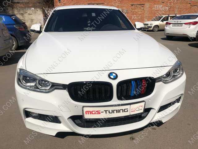 Решетка с триколором M на BMW f30