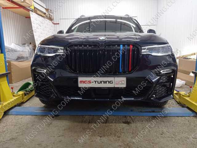 Решетка радиатора с триколором на BMW X7 G07
